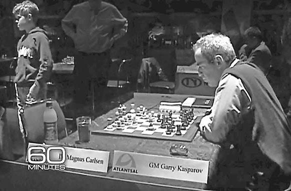 Тринадцатилетний Магнус Карлсен (слева) илегендарный чемпион мира Гарри Каспаров