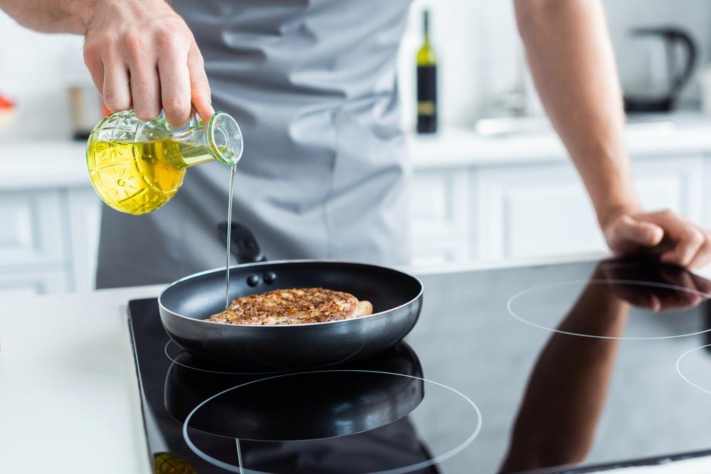 8 полезных жиров, на которых можно жарить.  На каком масле нельзя жарить
