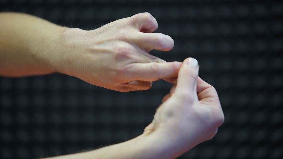 Массаж пальцев от мигрени