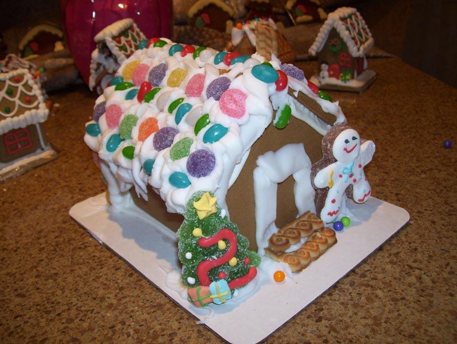Подготовка к Новому году с детьми: украшаем пряничные домики