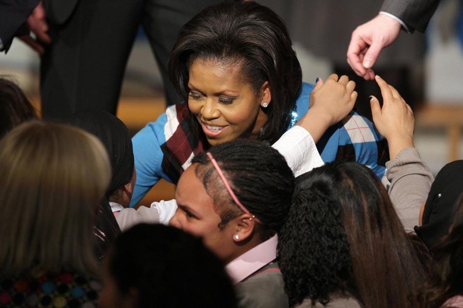 Мишель Обама сученицами школы Элизабет Гаррет Андерсон, апрель 2009г.