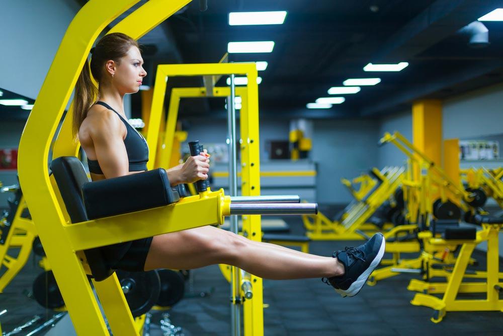 Подъем прямых ног при зафиксированном корпусе