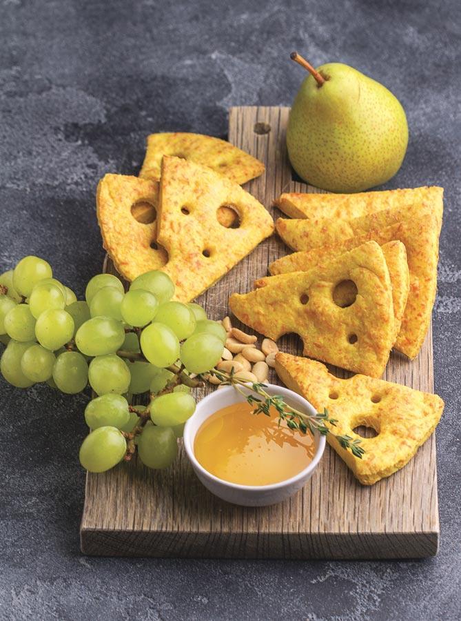 Сырное печенье сдырочками