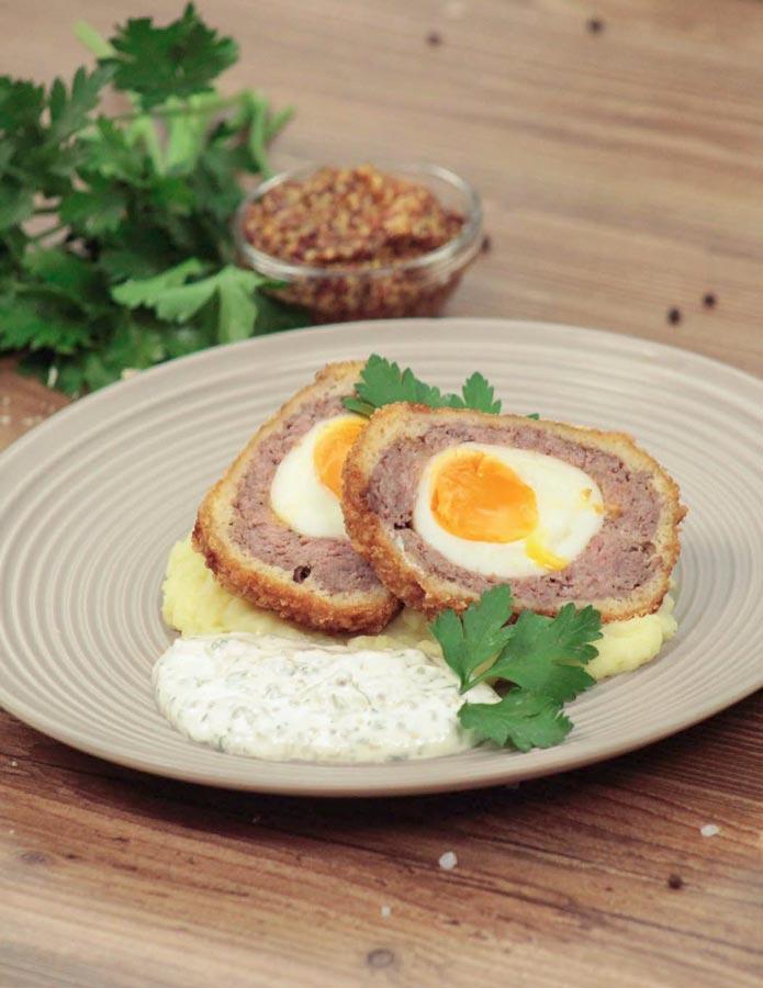 Яйца по‑шотландски симбирным пюре