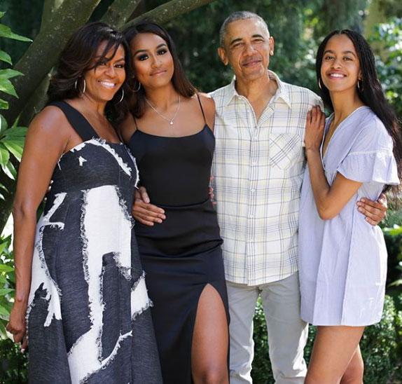 Семья Обама: Мишель, Саша, Барак, Малия. Фото наДень благодарения 2019