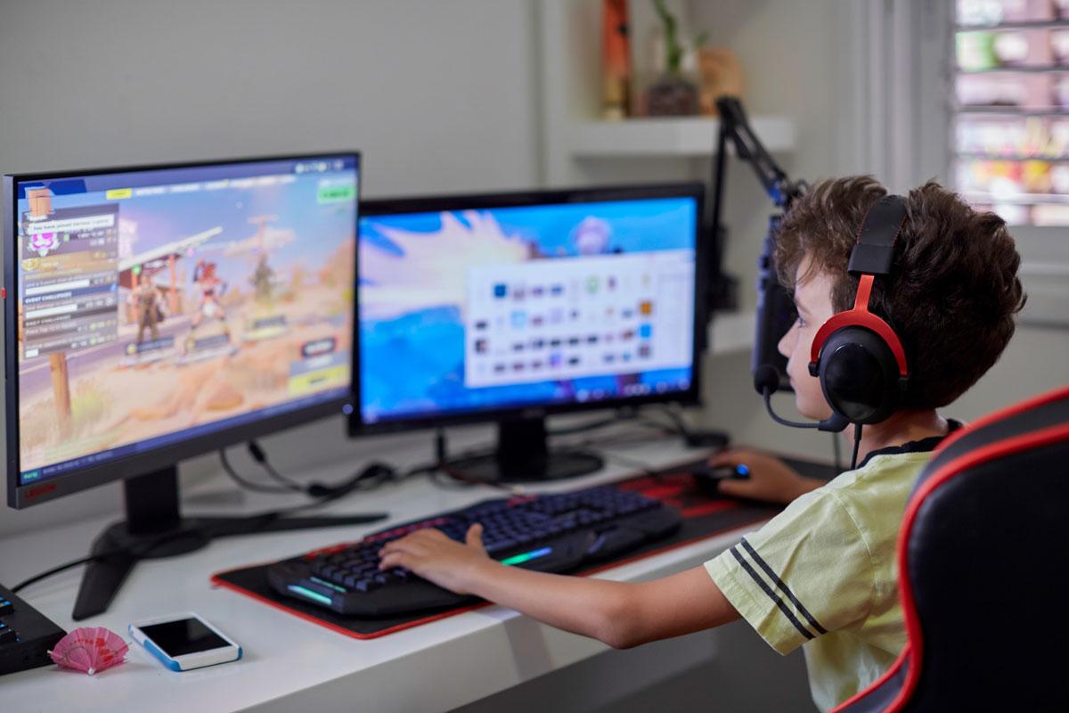 Ребенок много играет на компьютере. Что из него вырастет?