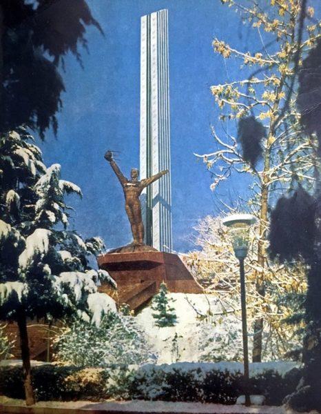 памятник Гагарину в Ташкенте