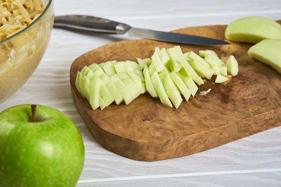 Карамельно-яблочный кугель из лапши