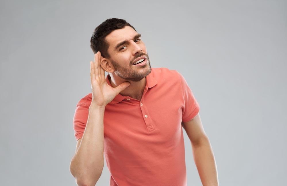 почему снижается слух
