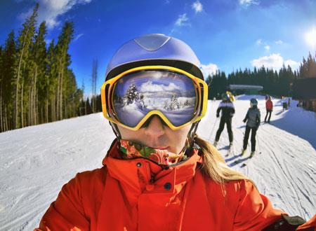 Одежда и снаряжение для горных лыж начинающих горнолыжников