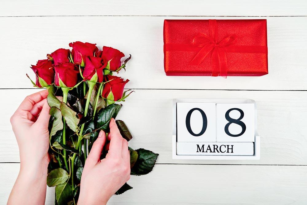 Подарки и поздравления к 8 марта