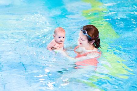Польза раннего плавания детей
