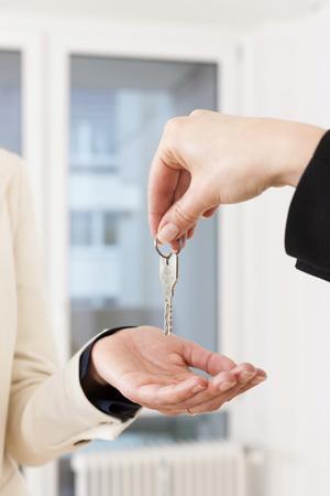 Отношение к русским в Европе, покупка недвижимости