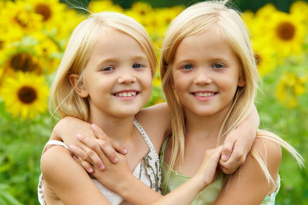 Дети-близнецы в школе