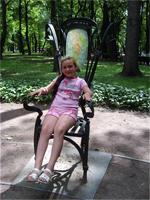 Один из 12 стульев в Летнем саду
