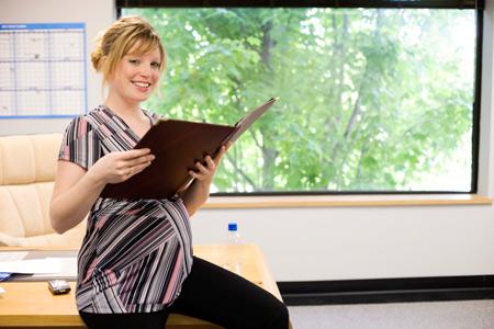 Оформление декретного отпуска по беременности и родам: как оформить на работе, какие документы нужны для декрета?
