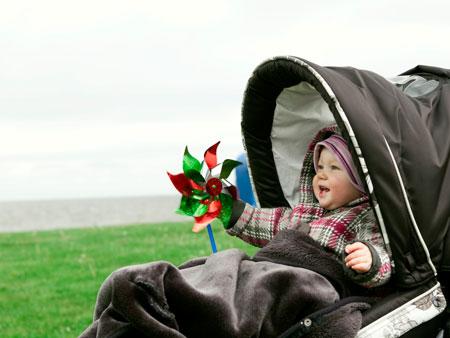 Когда начинать гулять с малышом