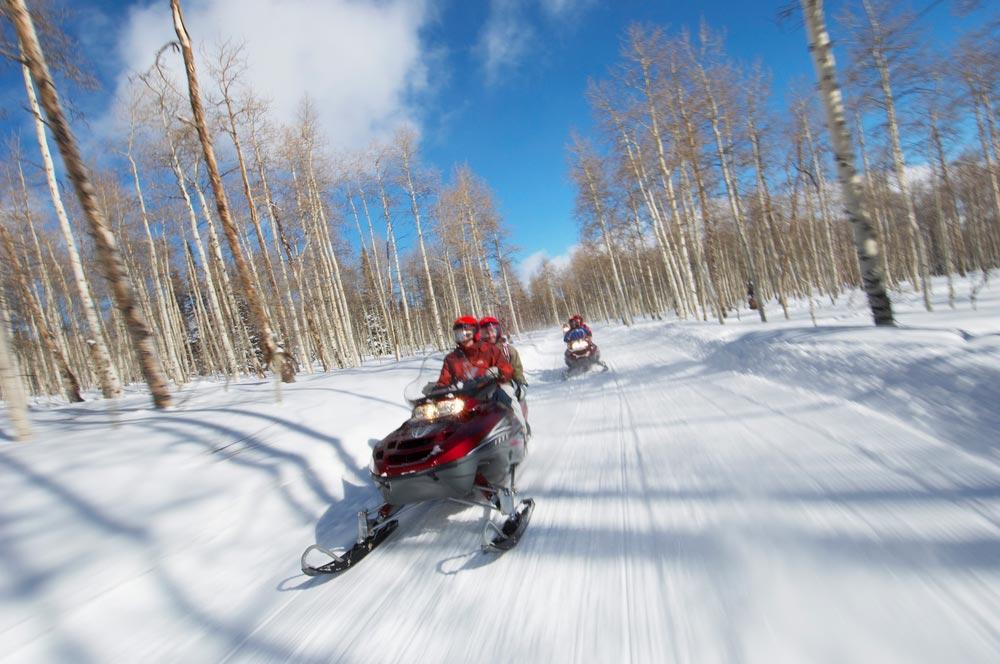 Где можно покататься на снегоходах в России?