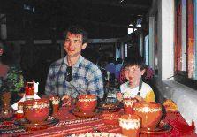 Традиционно болгарские блюда подаются на расписной керамике. Очень вкусно!