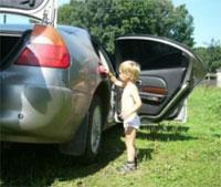 Эх, запылилось авто от дальней дороги!