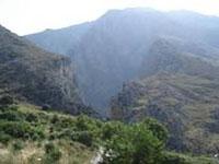 Вид на ущелье Курталиотис сверху