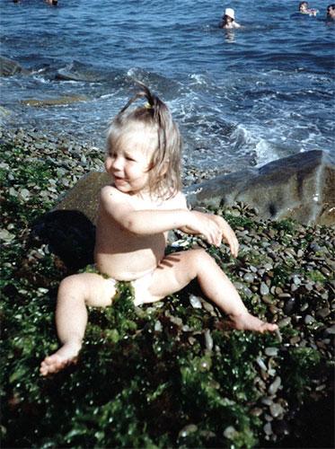 Девочки на пляже голенткие