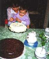 Оля Скорина с дочкой и тортик по рецепту ниже