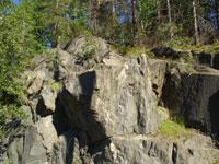 Скальные обнажения вдоль дороги