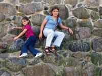 Дети на камнях