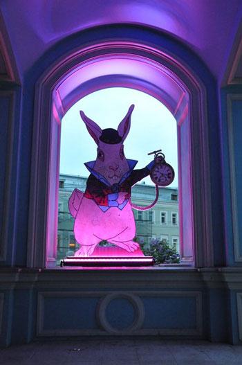 Розыгрыш билетов на выставку иллюзий 'Алиса в стране чудес'